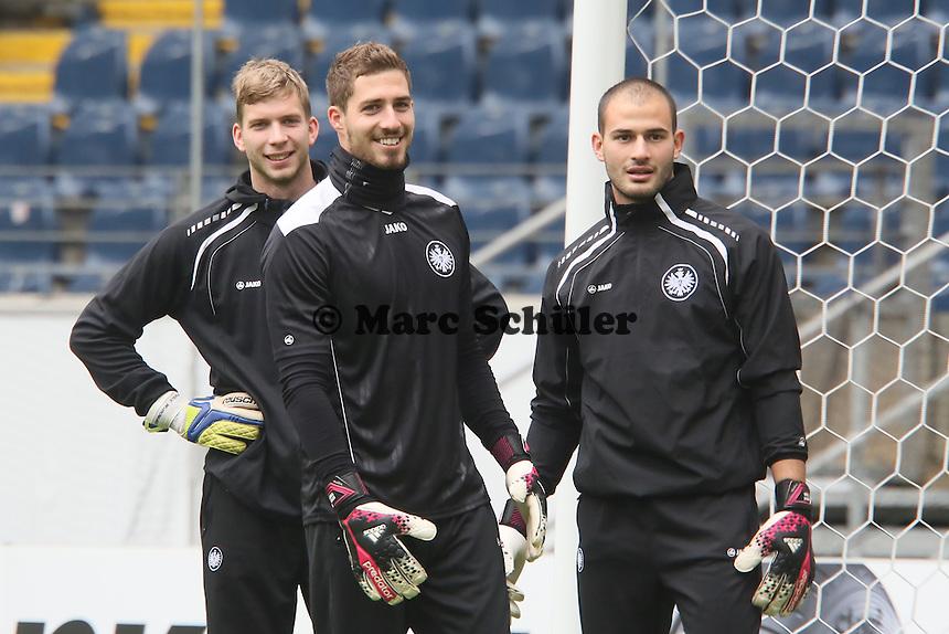 Kevin Trapp, Felix Wiewald und Aykut Özer (Eintracht) - Eintracht Frankfurt Abschlusstraining