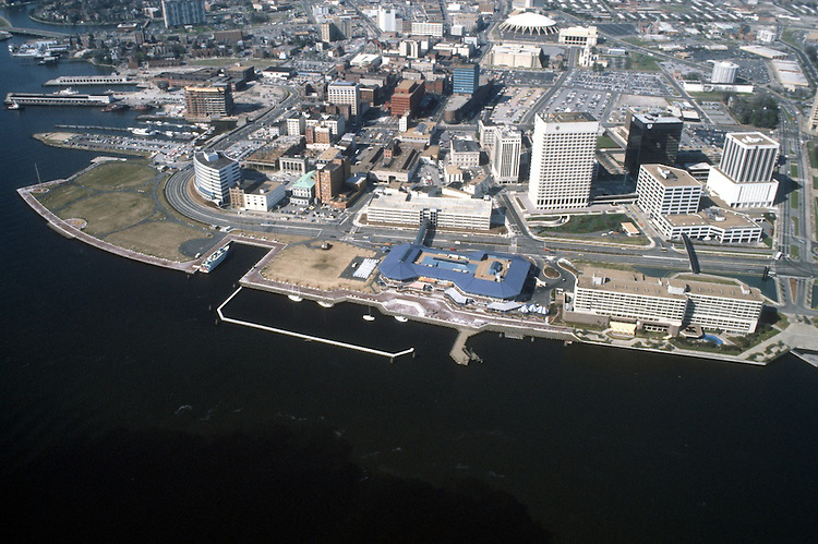 1984 March ..Redevelopment.Downtown South (R-9)..WATERFRONT.LOOKING NORTH...NEG#.NRHA#..