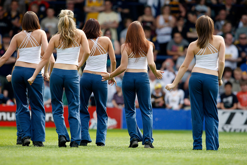 Photo: Richard Lane/Richard Lane Photography..Leeds Carnegie v London Wasps. Guinness Premiership. 10/05/2008. Leeds cheerleaders.