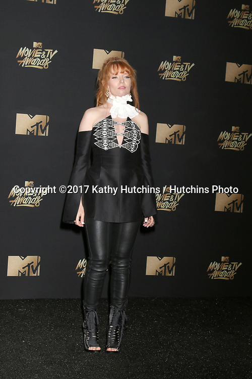 LOS ANGELES - MAY 7:  Stef Dawson at the MTV Movie and Television Awards on the Shrine Auditorium on May 7, 2017 in Los Angeles, CA
