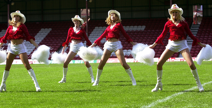 Photo: Richard Lane..London Broncos v St Helens. Tetleys Super League. 03/08/2003..Broncos cowgirls.