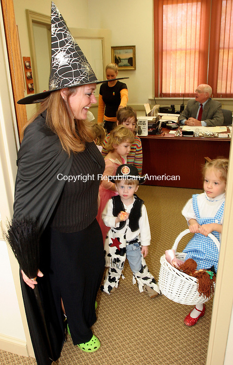 MORRIS, CT-31October 2006-103106TK05- Eileen Kazlauskas led the preschoolers through the hallways of the Morris Town Hall with a stop in the office of Morris 1st Selectman, Philip Birkett.  Tom Kabelka Republican-American (Eileen Kazlauskas)