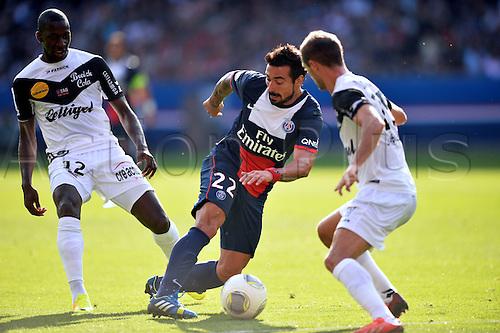 31.08.2013. Paris, France. French League football. Paris St Germain versus Guingamp Aug 31st.  Ezequiel Lavezzi (psg) - Younousse Sankhare (gui)