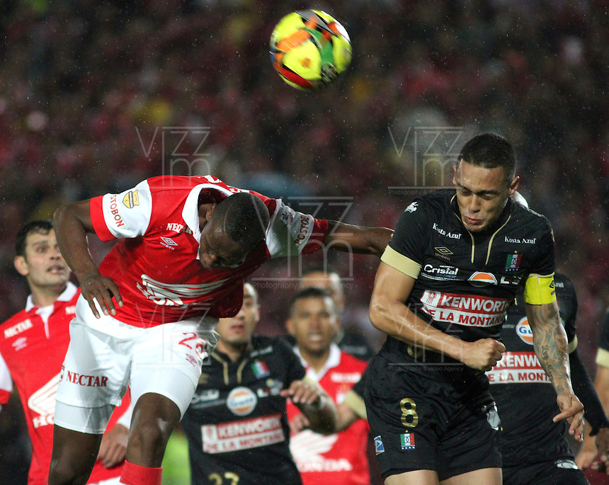BOGOTA -COLOMBIA, 18- OCTUBRE-2014. Yerry Mina ( Izq) de Independiente  Santa Fe  disputa el balón con Harrison Henao ( Der) del Once Caldas durante partido   de La Liga Postobón  15 fecha 2014-2. Estadio  Nemesio Camacho El Campin   / Yerry Mina (L) of Independiente Santa Fe fights for the ball with Harrison Henao (R) of Once Caldas during La Liga match Postobón  15th  date 2014-2.  Nemesio Camacho El Campin stadium . Photo: VizzorImage / Felipe Caicedo / Staff