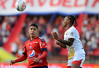 MEDELLÍN - COLOMBIA, 23-09-2017: Daniel Cataño (Izq) jugador del Medellín disputa el balón con Fernei Ibarguen (Der) de Rionegro durante el partido entre Independiente Medellín y Rionegro Águilas por la fecha 13 de la Liga Águila II 2017 jugado en el estadio Atanasio Girardot de la ciudad de Medellín. / Daniel Cataño (L) player of Medellin vies for the ball with Fernei Ibarguen (R) player of Rionegro during match between Independiente Medellin and Rionegro Aguilas for the date 13 of the Aguila League II 2017 played at Atanasio Girardot stadium in Medellin city. Photo: VizzorImage/ León Monsalve / Cont