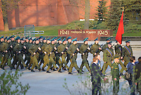 MOSCOU, RUSSIA, 29.04.2015 - FERIADO-RUSSIA - Militares da Rússia durante ensaio para o Dia da Vitória Soviética, em Moscou, nesta quarta-feira, 29. O 9 de maio marca a capitulação da Alemanha Nazista para a União Soviética na Segunda Guerra Mundial.  (Foto: Jeff Walker / Brazil Photo Press).