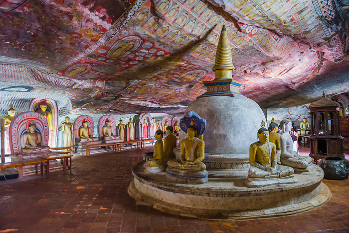 Resultado de imagem para dambulla cave temple dambulla, sri lanka