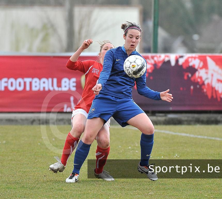 Switzerland U19 - France U19 : Clarisse Le Bihan has the control of the ball.foto DAVID CATRY / Nikonpro.be