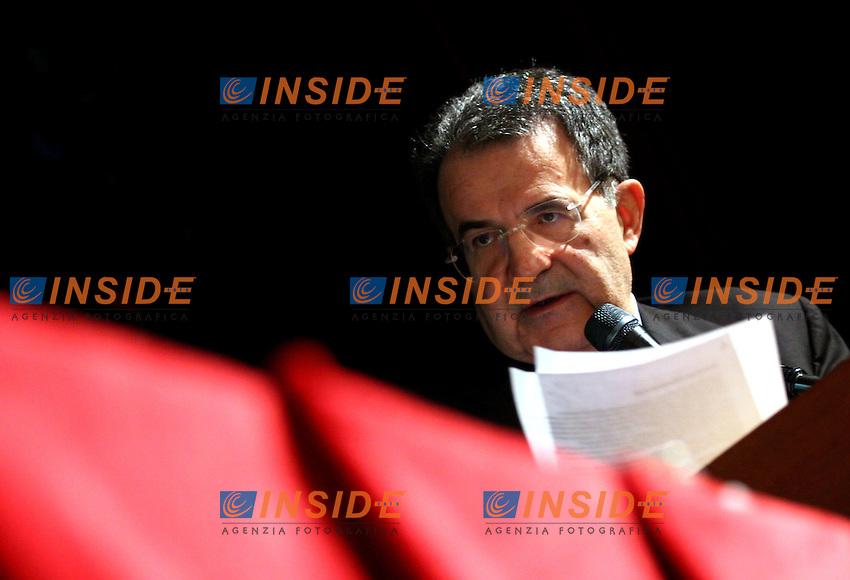 Roma 23 02 2006 Teatro Valle:Il Programma agricolo de l'Unione<br /> Nella foto il leader dell'Unione Romano Prodi durante il suo intervento<br /> Photo Serena Cremaschi Insidefoto