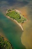 Ilot dans la baie de Canala, à l'embouchure des Quatre Bras, côte Est Nouvelle-Calédonie