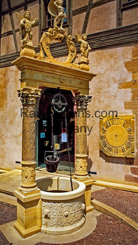 France, Alsace, Haut-Rhin, Colmar: Well in front of museum Unterlinden | Frankreich, Elsass, Haut-Rhin, Colmar: Brunnen vorm Museum Unterlinden, ehemaliges Dominikanerinnenkloster