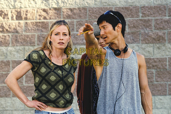 Elisabeth Shue & Gregg Araki, director.on the set of Mysterious Skin.*Filmstill - Editorial Use Only*.CAP/PLF.Supplied by Capital Pictures.