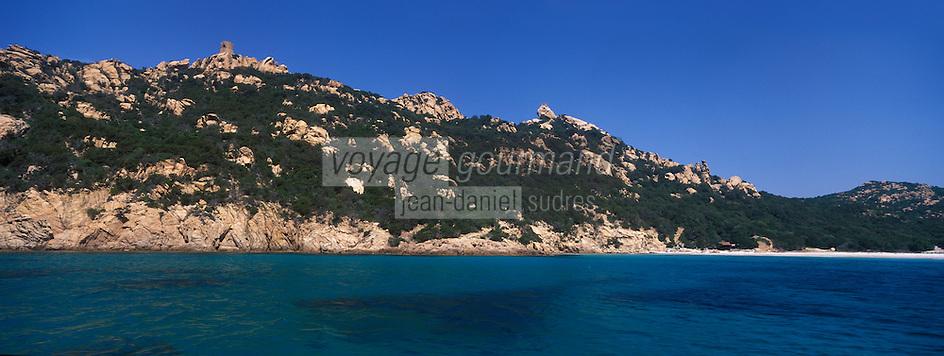 Europe/France/2A/Corse du Sud/ Murtoli: Le Golfe de Roccapina avec ses rochers et sa tout génoise- Domaine de Murtoli dans la vallée de l'Ortolo