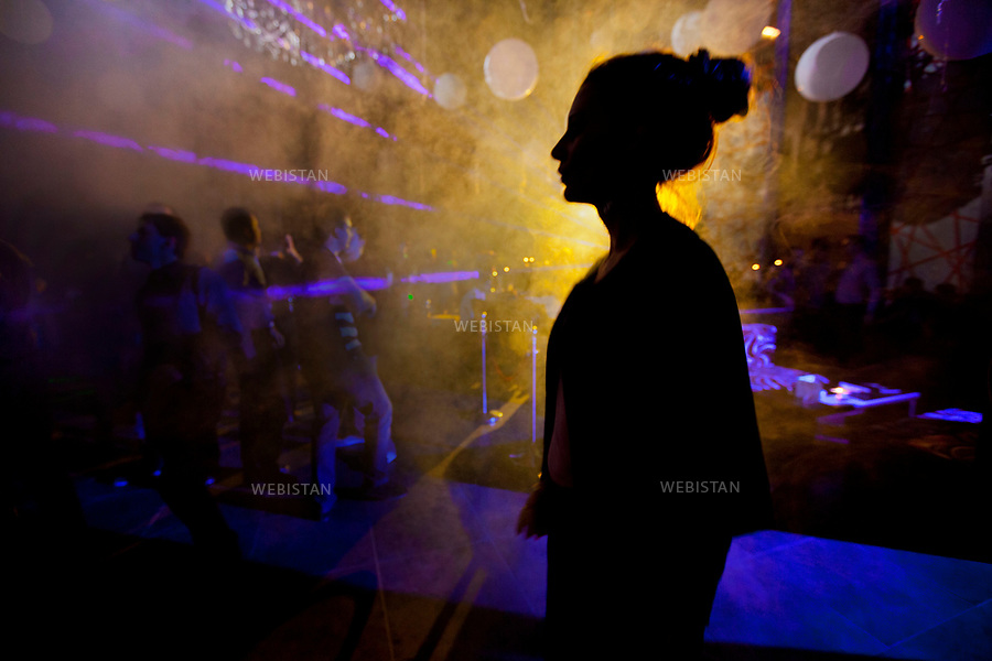 Azerbaijan, Baku, Night Club, March 24, 2012<br /> Young Azerbaijanis at a night club in Baku. <br /> <br /> Azerba&iuml;djan, Bakou, bo&icirc;te de nuit, 24 mars 2012<br /> Jeunes Azerba&iuml;djanais dans une bo&icirc;te de nuit &agrave; Bakou.