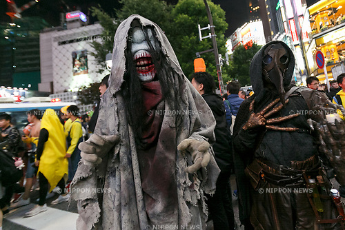 Costumed partygoers pose for a photograph during Halloween celebrations in Shibuya on October 31, 2017, Tokyo, Japan. Thousands of young adults gather to celebrate the annual event in Shibuya and Roppongi. Increased security presence can be seen around the famous Shibuya scramble crossing. (Photo by Rodrigo Reyes Marin/AFLO)