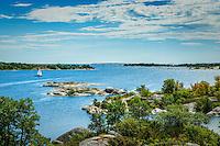 Gröna öar och blåa fjärdar i Stockholms ytterskärgård Roslagen