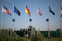 Medienvertreter warten am Dienstag (18.06.13) am Flughafen Tegel in Berlin auf die Ankunft des US-amerikanischen Praesidenten Barack Obama. <br /> Foto: Axel Schmidt/CommonLens