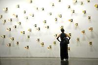 SAO PAULO, 09 DE SETEMBRO DE 2012 - MOVIMENTACAO BIENAL - Movimentacao na 30 Bienal de Artes de Sao Paulo, que acontece desde sexta feira (07) no Pavilhao da Bienal, Parque do Ibirapuera, regiao sul da capital, na tarde deste domingo. FOTO: ALEXANDRE MOREIRA - BRAZIL PHOTO PRESS