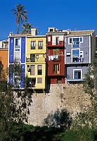 Spain, Costa Blanca, Villajoyosa: Colourful fishermen`s houses | Spanien, Costa Blanca, Villajoyosa oder auf valencianisch La Vila Joiosa: bunt bemalte Haeuser