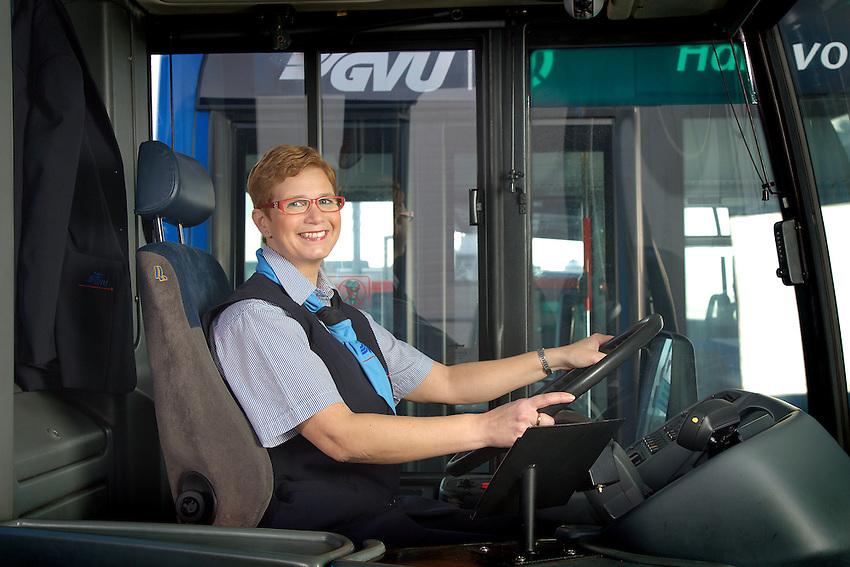 Nederland, 28-12-2007, GVU foto's Chauffeurs campagne , bij en in bus.  . foto: Michael Kooren/ Utrecht.