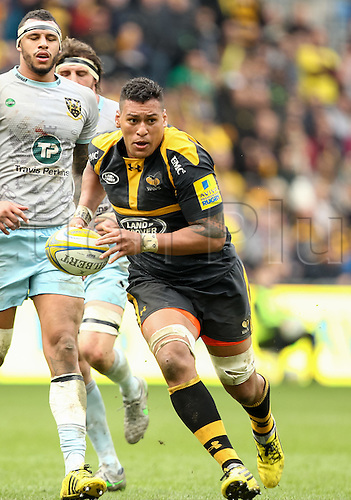 03.04.2016. Ricoh Arena, Coventry, England. Rugby Aviva Premiership. Wasps versus Northampton Saints. Wasps Nathan Hughes makes a break.