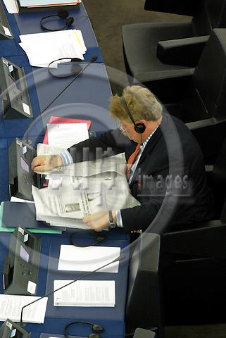 STRASBOURG - FRANCE -22 SEPTEMBER 2002 -- MEP Elmar BROK (PPE) reading a newspaper after having reported on European defence in the EU-Parliament. -- PHOTO: JUHA ROININEN / EUP-IMAGES