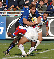 20,05/06 Powergen Cup Bath Rugby vs Bristol Rugby, bath's Andy Beattie brushes aside Jacob Raukuni's tackle. Bath, ENGLAND, 01.10.2005   © Peter Spurrier/Intersport Images - email images@intersport-images..