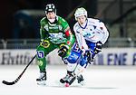 Stockholm 2014-12-02 Bandy Elitserien Hammarby IF - IFK V&auml;nersborg :  <br /> V&auml;nersborgs Robin Lundqvist i kamp om bollen med Hammarbys Stefan Erixon under matchen mellan Hammarby IF och IFK V&auml;nersborg <br /> (Foto: Kenta J&ouml;nsson) Nyckelord:  Elitserien Bandy Zinkensdamms IP Zinkensdamm Zinken Hammarby Bajen HIF IFK V&auml;nersborg