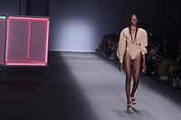 SAO PAULO, SP, 26.04.2019 - MODA-SP -Modelo durante desfile da marca Haight durante a edição 47 da São Paulo Fashion Week, no espaço Arca, na zona oeste de São Paulo, nesta sexta-feira, 26. (Foto: Ciça Neder / Brazil Photo Press / Folhapress)