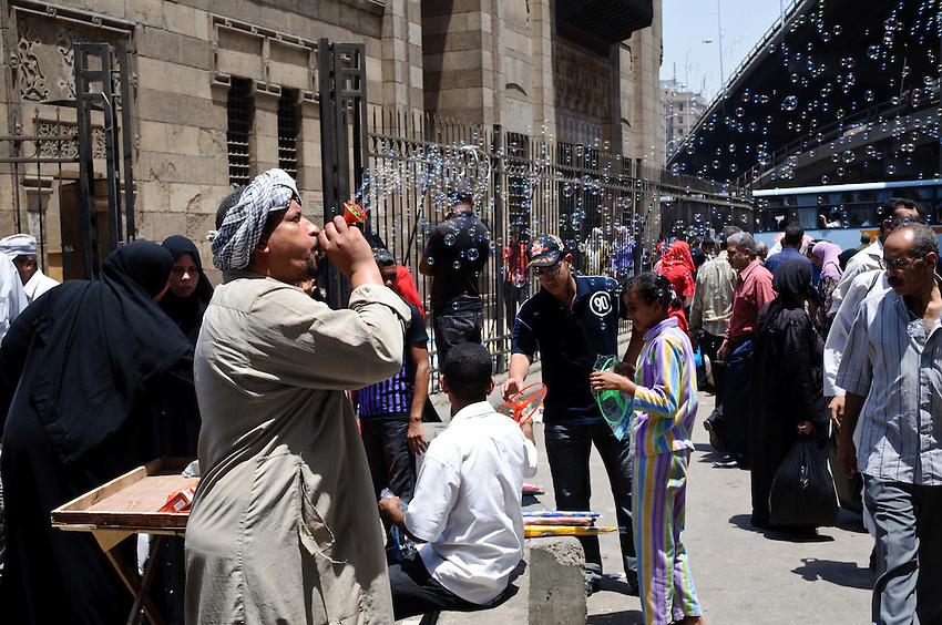 A bubble salesman in Cairo