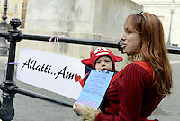 Roma, 18 Febbraio 2013.Piazza Montecitorio.Flash Mob avanti al Parlamento di mamme , donne e ostetriche per favorire la pratica di allattamento al seno anche in pubblico. Una mamma con figlio