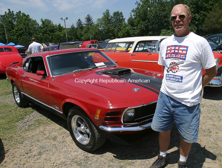 WOODBURY, CT 24 July 2005 -072405BZ13-  Jeffrey montville, of Middlebury with his 1970 Ford Mustang Mach 1.  203-758-2019<br /> Jamison C. Bazinet Photo