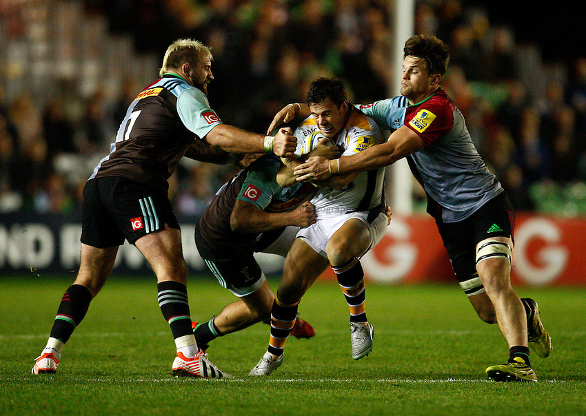 Photo: Richard Lane/Richard Lane Photography. Aviva Premiership. Harlequins v Wasps. 16/10/2015. Wasps' Rob Miller attacks.