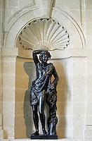 Europe/France/Pays de la Loire/49/Maine-et-Loire/Brissac: Le château - Détail statue Bacchus dans un escalier