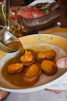 """Europe/France/Provence-Alpes-Côte d'Azur/13/Bouches-du-Rhône/Marseille: Restaurant """"Miramar"""" 12 quai du Port - Service de la Bouillabaisse"""