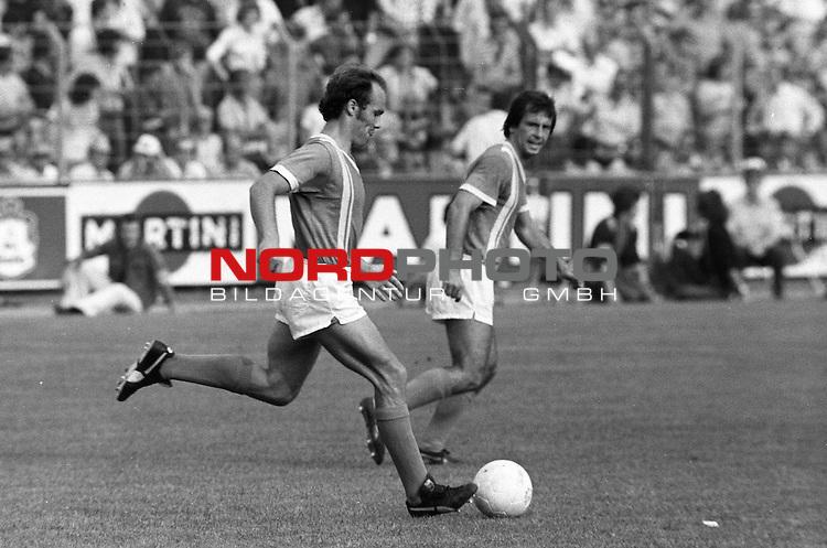BS-Werder Bremen. Aus 1. BL Eintracht Braunschweig gegen Werder Bremen 3:2 am 30.08.1975. Am Ball Werder Spieler Karlheinz Kamp ??.                                                                                                    Foto:  nph / Rust