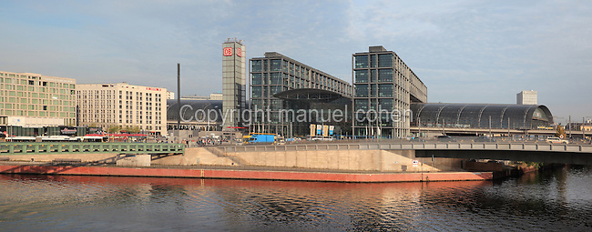 The Hauptbahnhof Berlin, the main train station in Berlin, rebuilt 1995-2006 by Meinhard von Gerkan on the banks of the river Spree, Berlin, Germany. Picture by Manuel Cohen