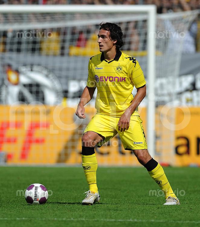 Fussball DFB Pokal 1. Hauptrunde   Saison   2010/2011 Wacker Burghausen - Borussia Dortmund   14.08.2010 Mats Julian Hummels  (BVB)