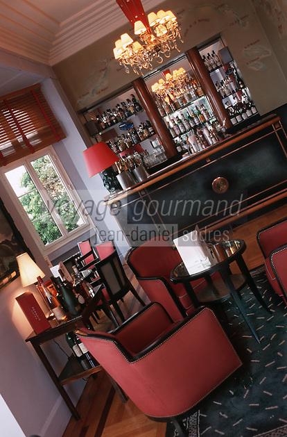 France/06/Alpes Maritimes/Juan-les-Pins: Hotel Belles- Rives le bar art-déco