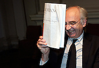 Il presidente dello IOR, Istituto per le Opere Religiose, Ettore Gotti Tedeschi, alla presentazione di un libro a Roma, 28 settembre 2010..Ettore Gotti Tedeschi, chairman of the IOR (Institute for Works of Religion) Vatican bank, holds a copy of the Vatican newspaper L'Osservatore Romano prior to take part in a meeting in Rome, 28 september 2010..UPDATE IMAGES PRESS/Riccardo De Luca