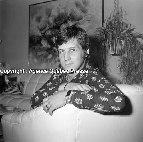 L'epoux et pianiste  de Michel Girouard : Rejean TRemblay.<br /> (date inconnue, avant 1984).<br /> <br /> Il se sont marie le 18 fevrier 1972 alors que le mariage gai n'etait pas reconnu.<br /> <br /> Photo : Agence Quebec Presse - Roland Lachance