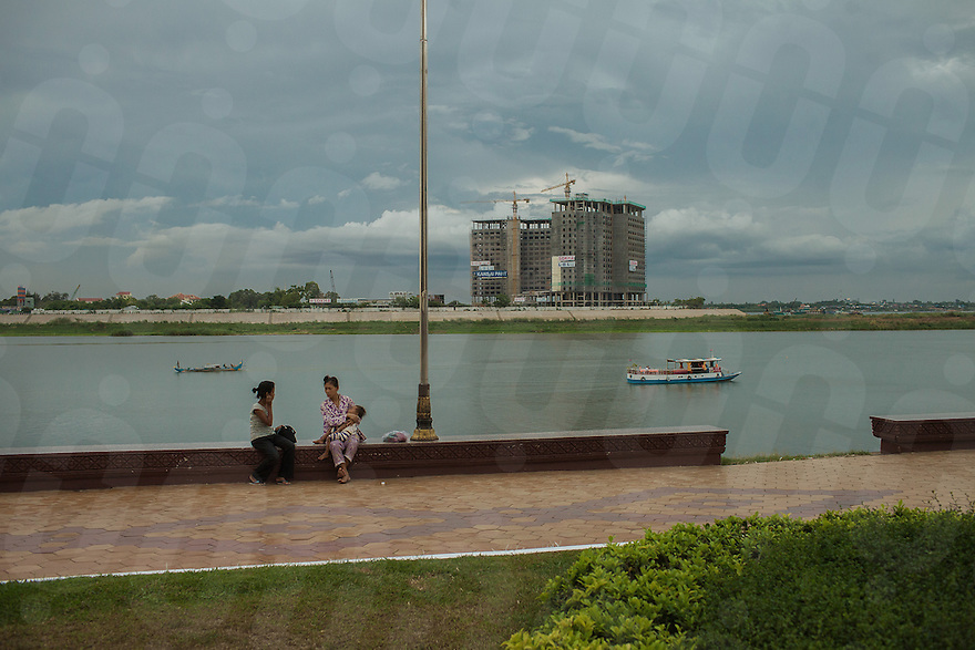 "May 12, 2013 - Phnom Penh, Cambodia. The structure of the un-finished ""Sokha Hotel"" built on the opposite side of the River Side in Phnom Penh. © Thomas Cristofoletti / Ruom"