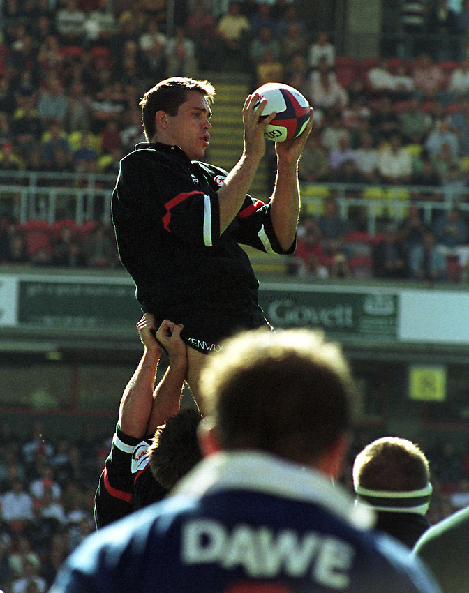 Photo. Richard Lane. .Saracens v Sale. 20/9/98. Tony Diprose takes clean ball at the back of a line out.