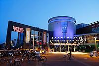 Nederland Zaandam 2015 09 11.  Het Zaantheater bij avond