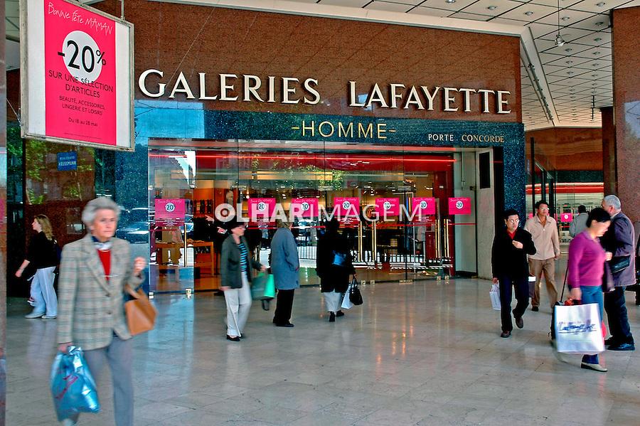 Entrada da Galeria Lafayette em Paris. França. 2005. Foto de Dudu Cavalcanti.
