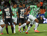 MEDELLÍN -COLOMBIA-21-05-2014. Alexis Henriquez (Der) de Atlético Nacional celebra un gol anotado a Atlético Junior durante partido de vuelta por la final de la Liga Postobón I 2014 jugado en el estadio Atanasio Girardot de la ciudad de Medellín./ Atletico Nacional Player Alexis Henriquez ( R) celebrates a goal scored to Atletico Junior during the second leg match for the final of the Postobon League I 2014 at Atanasio Girardot stadium in Medellin city. Photo: VizzorImage / Felipe Caicedo / Staff