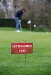 LOCHEM -  Alleen putten op de puttingreen.  Lochemse Golf Club De Graafschap. COPYRIGHT KOEN SUYK