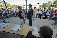 """Auf einer Buergerversammlung mit ca. 500 Teilnehmern im Berliner Plattenbaubezirk Hellersdorf entlud sich am Dienstag den 9. Juli 2013 der blanker Rassismus gegen eine geplante Unterkunft fuer syrische Buergerkriegsfluechlinge. Etwa 2/3 Anwesende aeusserten, es solle """"zuerst was fuer Deutsche getan werden"""", """"das Heim anzuenden"""", """"Wer sein Heimatland verlaesst ist ein Verraeter"""", """"Wer denkt an unsere Kinder"""" und aehnliche Parolen gegen das Fluechtlingsheim. Veranstaltungsteilnehmer, die Verstaendnis fuer die Buergerkriegsfluechtlinge aeusserten, wurden niedergebruellt.<br />Im Bild: Eine Frau darf ueber das Microphon gegen das geplante Fluechtlingsheim Stimmung machen.<br />9.7.2013, Berlin<br />Copyright: Christian-Ditsch.de<br />[Inhaltsveraendernde Manipulation des Fotos nur nach ausdruecklicher Genehmigung des Fotografen. Vereinbarungen ueber Abtretung von Persoenlichkeitsrechten/Model Release der abgebildeten Person/Personen liegen nicht vor. NO MODEL RELEASE! Don't publish without copyright Christian-Ditsch.de, Veroeffentlichung nur mit Fotografennennung, sowie gegen Honorar, MwSt. und Beleg. Konto:, I N G - D i B a, IBAN DE58500105175400192269, BIC INGDDEFFXXX, Kontakt: post@christian-ditsch.de<br />Urhebervermerk wird gemaess Paragraph 13 UHG verlangt.]"""