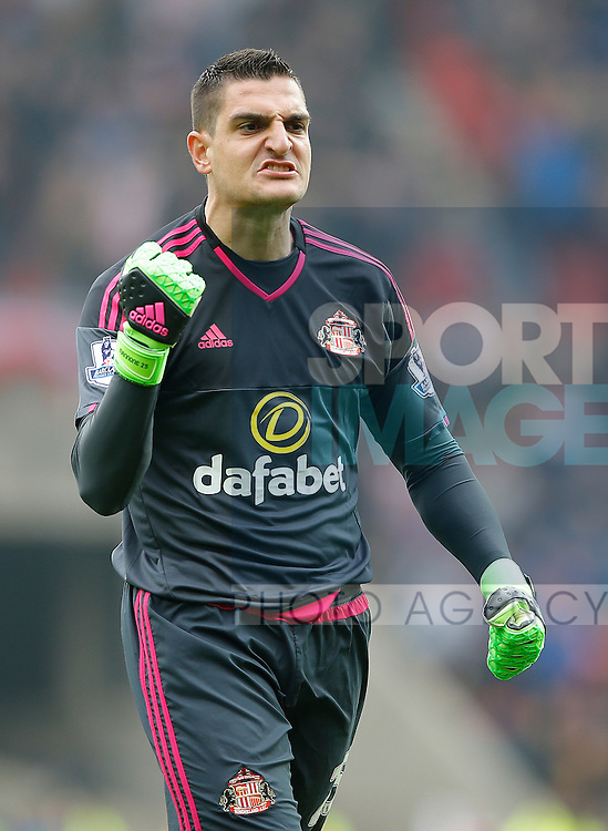 Vito Mannone of Sunderland during the Barclays Premier League match at the Stadium of Light, Sunderland. Photo credit should read: Simon Bellis/Sportimage