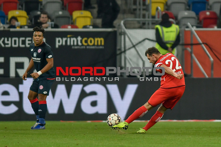 30.11.2018, Merkur Spiel-Arena, Düsseldorf / Duesseldorf, GER, 1.FBL, Fortuna Düsseldorf / Duesseldorf vs 1. FSV Mainz 05, DFL regulations prohibit any use of photographs as image sequences and/or quasi-video<br /> <br /> im Bild Kevin Stöger / Stoeger (#22, Fortuna Düsseldorf / Duesseldorf) schiesst auf das Tor<br /> <br /> Foto © nordphoto/Mauelshagen